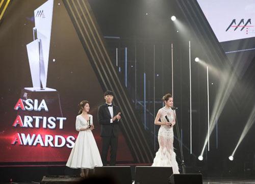 VN actress Chi Pu wins Rising Star Award at 2016 Asia Artist Awards
