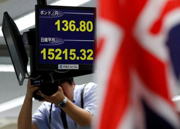 Dollar soars on U.S. yield gains, Asian shares wobbly