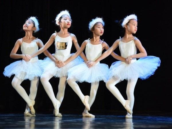 Dance show, raise fund, disadvantaged children, Vietnam economy, Vietnamnet bridge, English news about Vietnam, Vietnam news, news about Vietnam, English news, Vietnamnet news, latest news on Vietnam, Vietnam