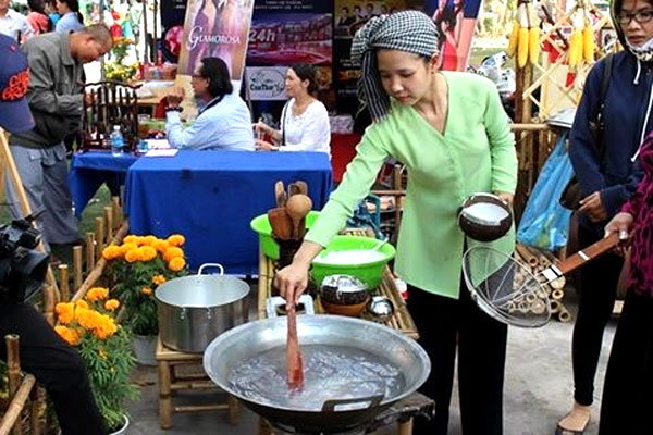 Can Tho, southern cake festival, Vietnamese cakes, Vietnam economy, Vietnamnet bridge, English news about Vietnam, Vietnam news, news about Vietnam, English news, Vietnamnet news, latest news on Vietnam, Vietnam