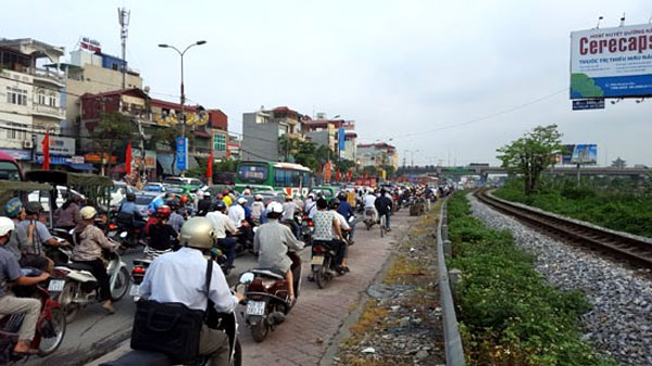 Hanoi police fight traffic congestion