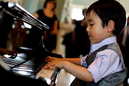 5-year-old piano prodigy to stun Vietnamese audiences - News VietNamNet