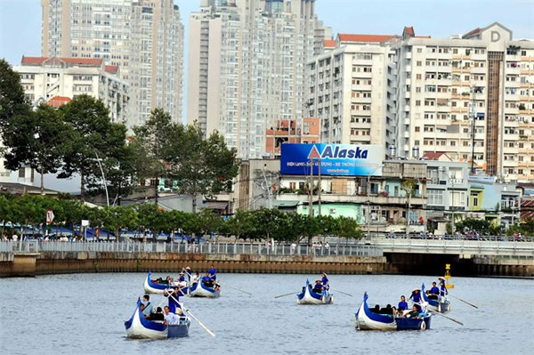 HCMC, Quang Ninh benefit from tourism boom, SHB merger with VVF approved in principle, China dominates Vietnam wood chip trade, VN-Japan company opens big warehouse in Binh Duong
