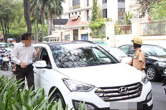 Penalties tightened for illegal parking in HCM City