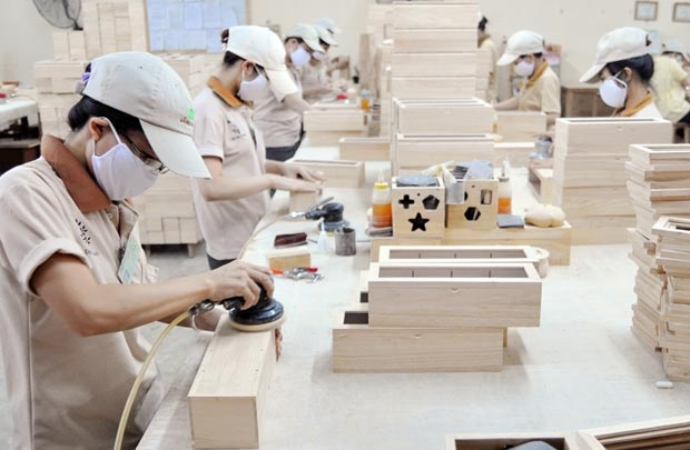 Wooden Furniture Manufacturers Face Material Shortage