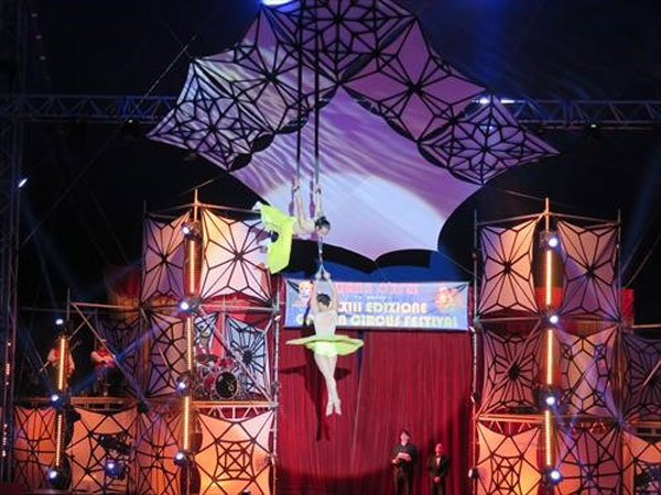 Int'l fest, VN circus artists, silver prize, Vietnam economy, Vietnamnet bridge, English news about Vietnam, Vietnam news, news about Vietnam, English news, Vietnamnet news, latest news on Vietnam, Vietnam