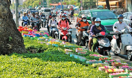 Love is in the air on Valentine's Day in Saigon