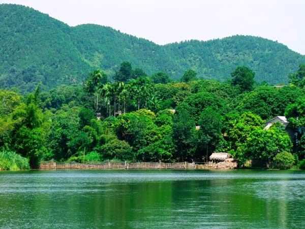 Ao Chau Pond – a mini Ha Long Bay