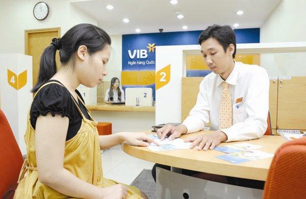 VN banks rush to enter bourse, prefer UpCom