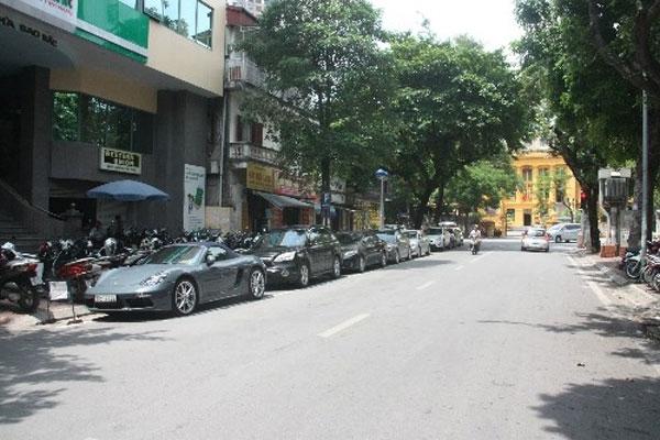 Odd, even car parking scheme on Hanoi street begins