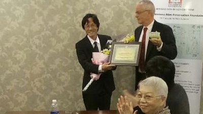 Professor Masaaki Shimizu receives the Balaban Award.