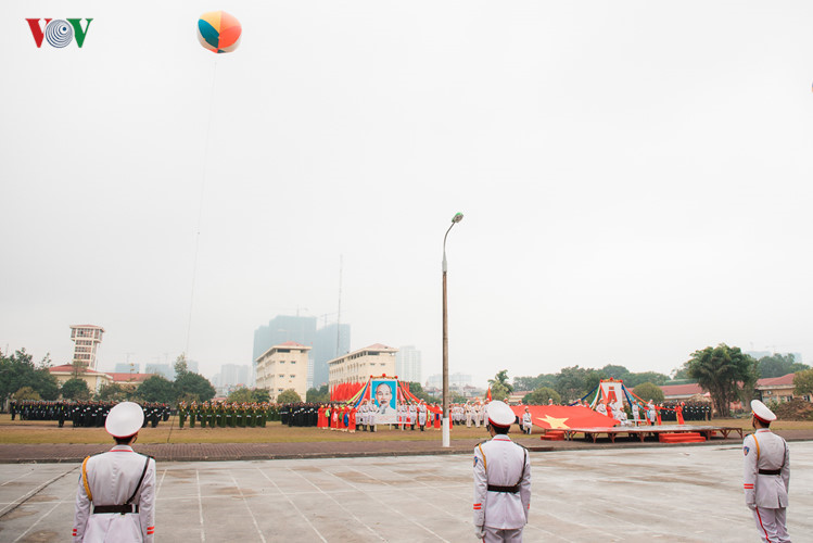VN police officers practise for military parade