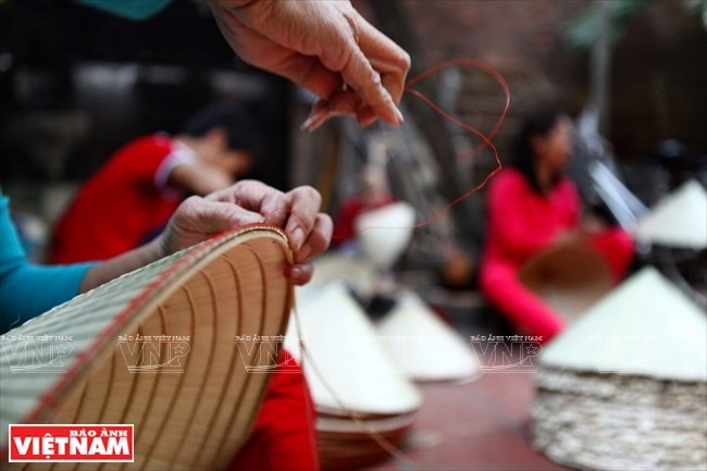 Ngoc My conical hats in the making
