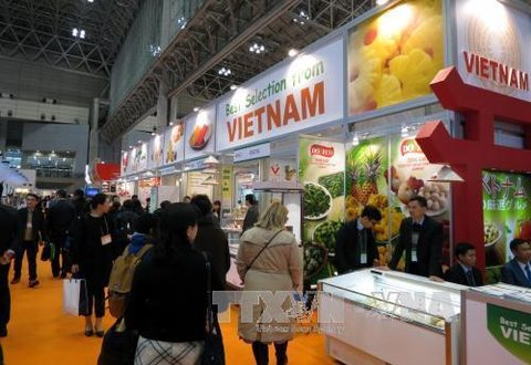Vietnamese firms showcase farm produce at Japan expo, Wood processing sector has room for development, Tuna export revenue forecast to grow on better catch, Govt gives green light to expressway in north