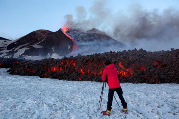 Mount Etna, Volcanic explosion, active volcano, snow