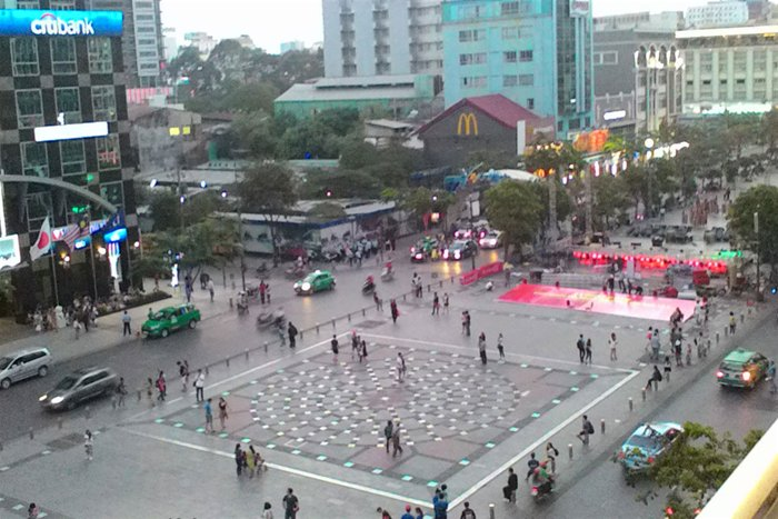 A great view of Nguyen Hue Blvd from 8Ielts Café, travel news, Vietnam guide, Vietnam airlines, Vietnam tour, tour Vietnam, Hanoi, ho chi minh city, Saigon, travelling to Vietnam, Vietnam travelling, Vietnam travel, vn news