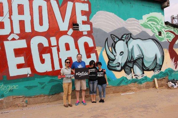 British diplomat draws paintings on Saigon streets