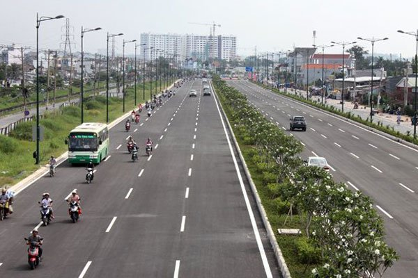 HCM City to pilot bus-only lanes