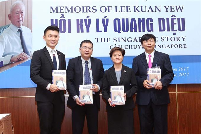 Lee Kuan Yew memoires launched in Vietnamese