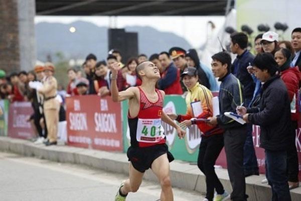 Son, Thanh grab Tien Phong marathon's titles