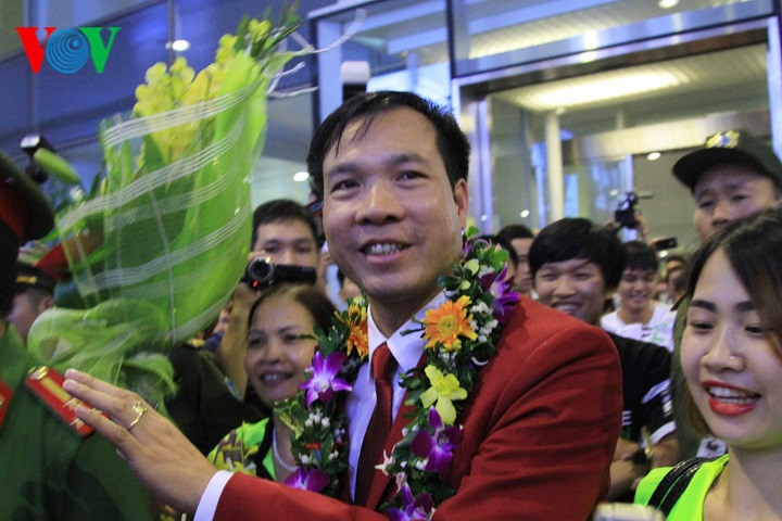 Top 10 outstanding athletes and coaches of Vietnam 2016