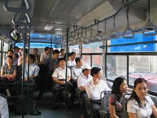 Hanoi stops five bus routes for civil servants