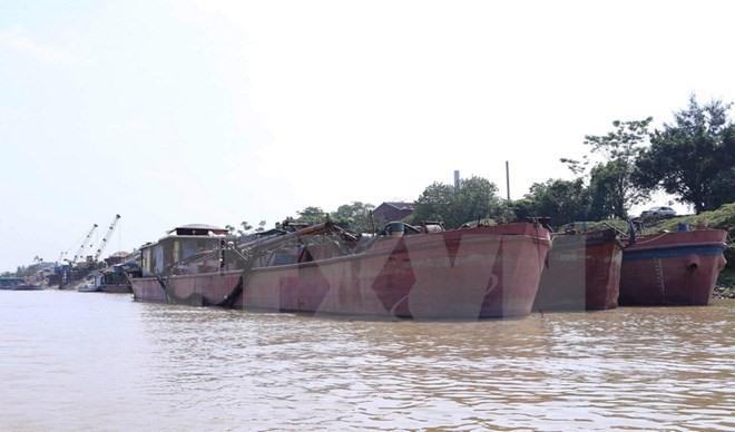 Illegal sand exploitation vessels seized in Hanoi, social news, vietnamnet bridge, english news, Vietnam news, news Vietnam, vietnamnet news, Vietnam net news, Vietnam latest news, vn news, Vietnam breaking news