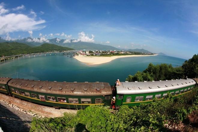 Best Way To Travel Hue To Hanoi