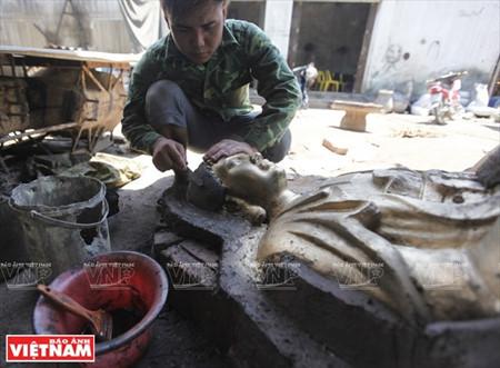 A visit to Dai Bai bronze casting village
