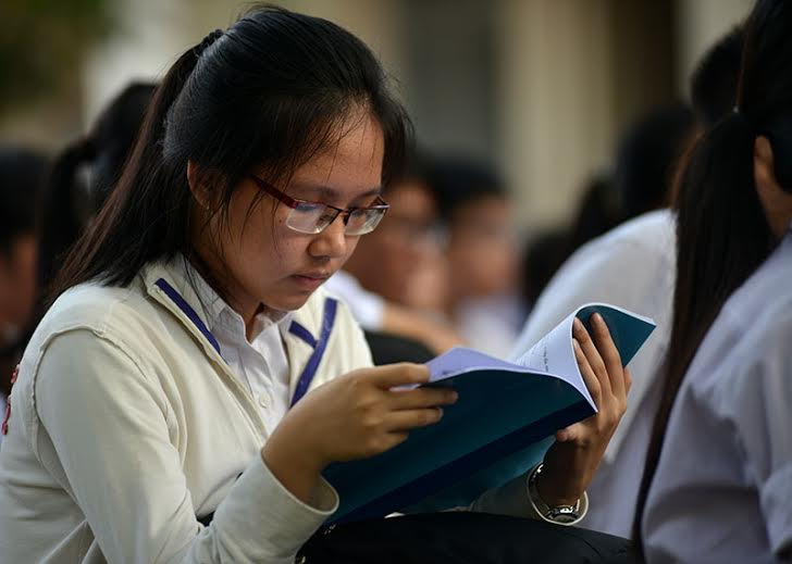 Secondary school students under pressure to pass high-school entrance exam