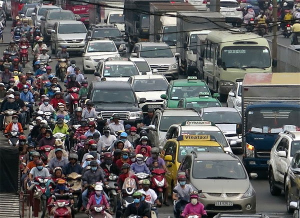 HCM City mulls car tolls to ease traffic
