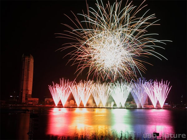 Fireworks festival amaze tourists