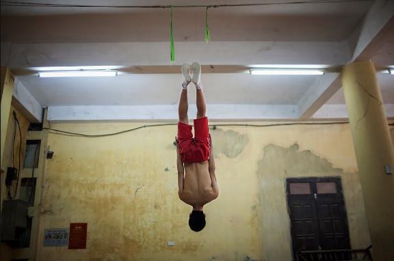 Vietnam circus through the lens of Uruguayan photographer