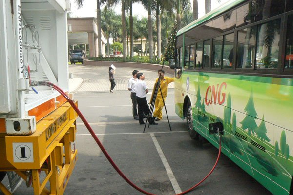 Green bus operators worry about possible gas price spike, vietnam economy, business news, vn news, vietnamnet bridge, english news, Vietnam news, news Vietnam, vietnamnet news, vn news, Vietnam net news, Vietnam latest news, Vietnam reaking news