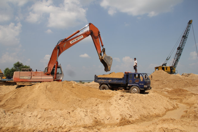 Tay Ninh suspends reservoir sand mining in Dau Tieng reservoir