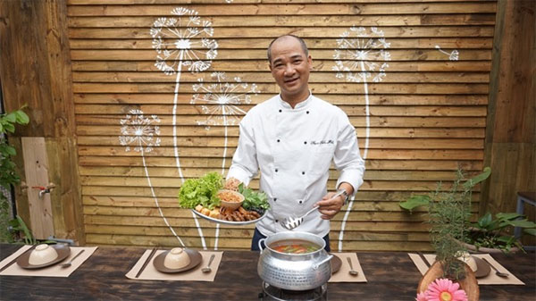 Cuisine space and balloon to promote Da Nang Int'l Fireworks Festival