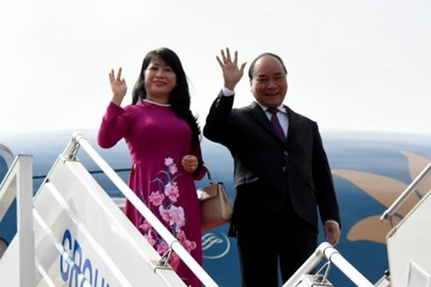 Prime Minister Nguyen Xuan Phuc leaves Hanoi for Cambodian tour