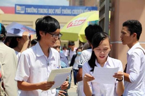 Students choose highschool exams for college admissions