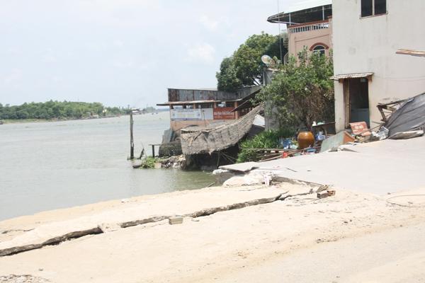 Deputy Minister of Agriculture surveys landslide in An Giang , social news, vietnamnet bridge, english news, Vietnam news, news Vietnam, vietnamnet news, Vietnam net news, Vietnam latest news, vn news, Vietnam breaking news