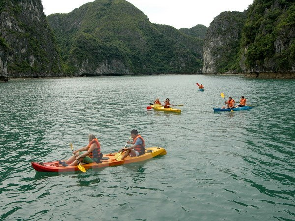 Kayak services on Ha Long Bay resume, travel news, Vietnam guide, Vietnam airlines, Vietnam tour, tour Vietnam, Hanoi, ho chi minh city, Saigon, travelling to Vietnam, Vietnam travelling, Vietnam travel, vn news