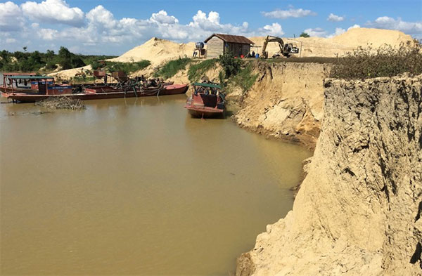 Sand mining,  sand exploited illegally, Vietnam economy, Vietnamnet bridge, English news about Vietnam, Vietnam news, news about Vietnam, English news, Vietnamnet news, latest news on Vietnam, Vietnam