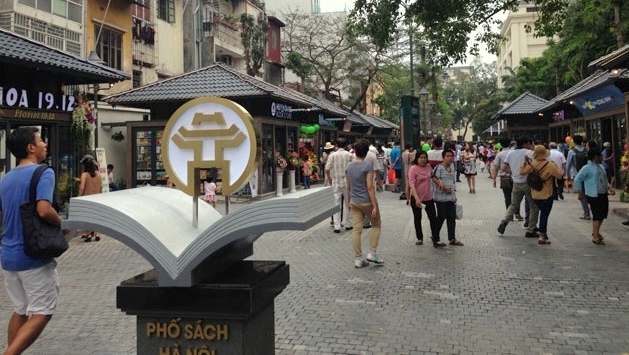 Hanoi launches first book street, entertainment events, entertainment news, entertainment activities, what's on, Vietnam culture, Vietnam tradition, vn news, Vietnam beauty, news Vietnam, Vietnam news, Vietnam net news, vietnamnet news, vietnamnet bridge