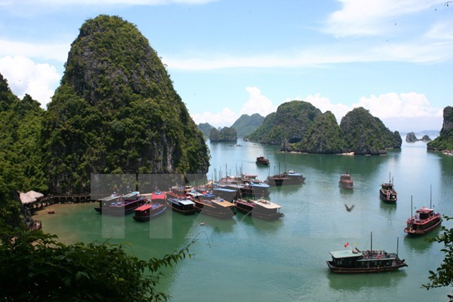 Dossiers of expanded Ha Long Bay compiled to apply for UNESCO title, entertainment events, entertainment news, entertainment activities, what's on, Vietnam culture, Vietnam tradition, vn news, Vietnam beauty, news Vietnam, Vietnam news, Vietnam net news,