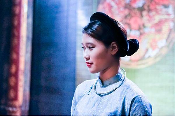 "A Viet-Malaysian girl enthuses with Vietnamese ""Ca tru"" music"