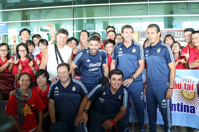 Argentina arrive in Vietnam for friendly game