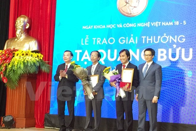 Outstanding scientists receive Ta Quang Buu awards