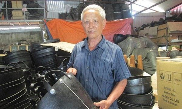 Old man turns trash into green, profitable treasure - News VietNamNet