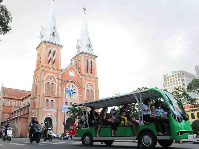 Electric cars to transport tourists around downtown HCM City