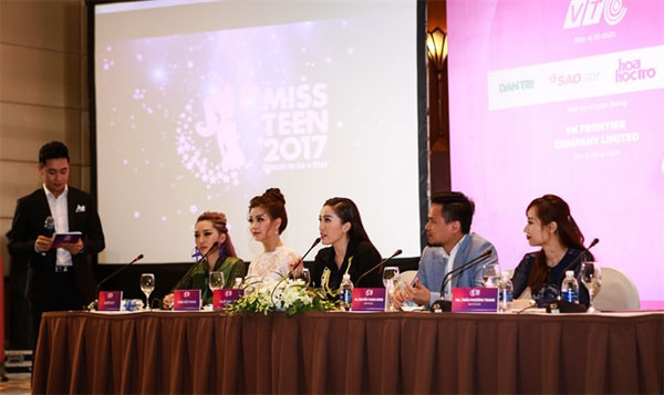 Beauty and brains: Miss Teen Viet Nam 2006 Bao Thy (third from right) at the contest launching ceremony last Friday. — Photos courtesy of the organiser