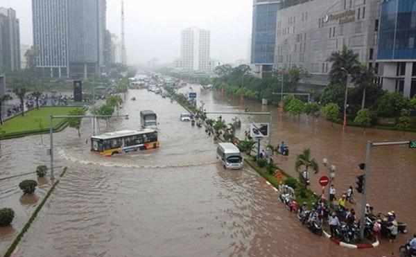 Flood risks at 18 spots in Hanoi - News VietNamNet